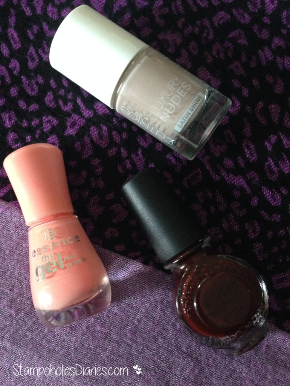 Essence Indian Summer, Catrice Magical Nude, Konad dark purple